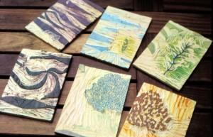 Restanten hout na voltooiing van de houtsneden (serie bomen)