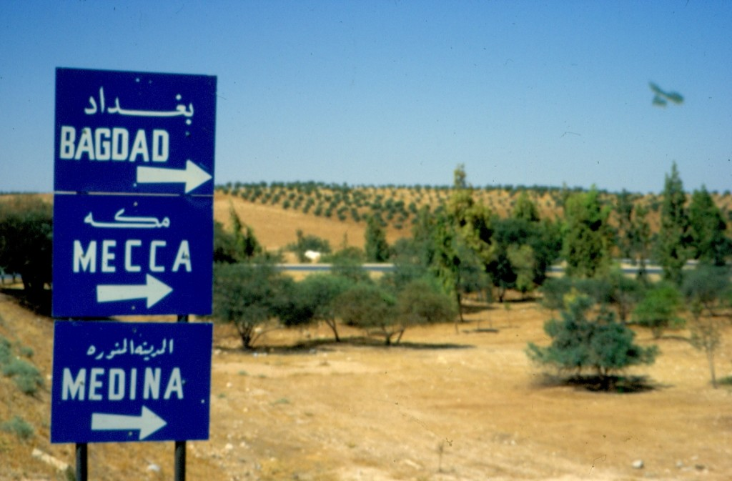 een wegwijzer in Jordanie